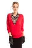 穿有许多辅助部件的年轻女性模型红色女衬衫 免版税库存照片