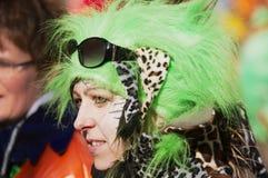 穿狂欢节服装的未认出的妇女画象在琉森狂欢节在Lucern,瑞士 免版税库存照片