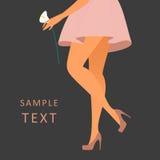 穿玫瑰色的高跟鞋的美好的女性腿 免版税库存照片