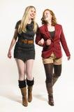穿秋天衣裳的两个女孩 免版税库存照片