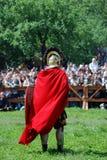 穿红色斗篷的一个人的画象 免版税库存照片