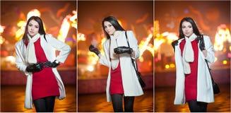 穿红色礼服和白色外套的时兴的夫人室外在与城市的都市风景在背景中点燃 全长纵向 图库摄影