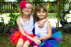 穿芭蕾舞短裙的两个女孩。 免版税图库摄影