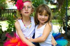 穿芭蕾舞短裙的两个女孩。 免版税库存照片