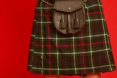 穿苏格兰男用短裙的Scotish人 图库摄影
