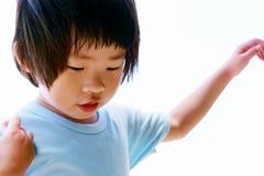 穿蓝衣的男孩 免版税库存图片