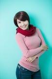给穿衣的佩带的冬天妇女年轻人 免版税图库摄影