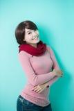 给穿衣的佩带的冬天妇女年轻人 库存照片