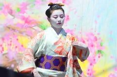 给穿衣的日本传统 免版税库存照片