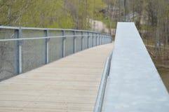穿过桥梁的河 免版税库存照片
