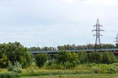 穿过领域的路桥梁 库存照片