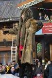 穿野生动物服装的一个人 Shrovetide庆祝在莫斯科 图库摄影