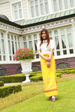 穿戴与传统风格的泰国妇女 免版税库存图片