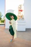 穿戴在泰国传统服装的妇女 免版税库存图片