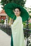 穿戴在泰国传统服装的妇女 免版税库存照片