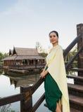 穿戴在泰国传统服装的妇女 库存图片