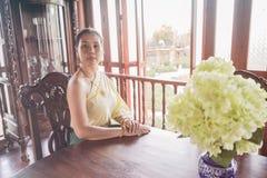 穿戴在泰国传统服装的妇女 库存照片