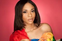 穿围巾的性感的非裔美国人的时装模特儿 免版税库存图片
