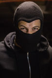 穿巴拉克拉法帽的夜贼画象 免版税图库摄影