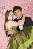 穿戴的夫妇集会年轻人 免版税图库摄影