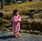 穿Ninja服装的一个小女孩 库存照片