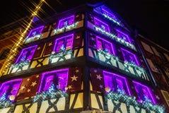 突出在科尔马,阿尔萨斯,法国的美妙的圣诞节 Stre 免版税库存照片