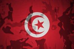 突尼斯的旗子卡其色的纹理的 装甲攻击机体关闭概念标志绿色m4a1军用步枪s射击了数据条工作室作战u 库存图片