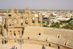 突尼斯,非洲- 2012年8月03日:ElJem的大剧场在夏天 免版税库存图片