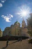 突然显现大教堂在湖的塞利格,特维尔地区Nilov修道院里 免版税库存照片