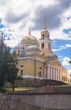 突然显现大教堂在湖的塞利格,特维尔地区Nilov修道院里 库存照片