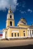 突然显现大教堂的钟楼有大教堂的片段的在湖的塞利格,特维尔地区Nilov修道院里 库存图片