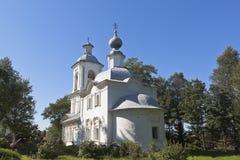 突然显现的教会在Belozersk,沃洛格达州地区镇  图库摄影