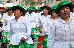 突然显现秘鲁人妇女 库存图片