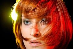 突然移动方式发型相当短的妇女 免版税库存图片