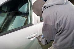 窃取汽车的人 免版税库存图片