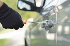 窃取汽车的窃贼 免版税库存图片