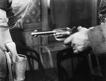 窃取从另一个人手枪皮套的一把手枪(所有人被描述不更长生存,并且庄园不存在 供应商 免版税库存照片