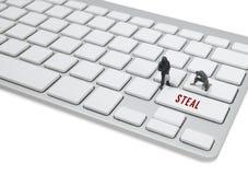 窃贼人微型形象概念窃取关于键盘的数据 免版税库存图片