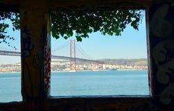 窗口向河 免版税库存图片