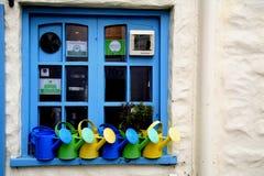 窗口和喷壶, 免版税库存图片