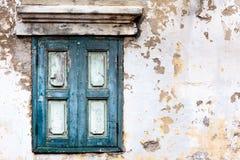 窗口和白色墙壁 库存图片