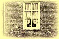 窗口和自行车在荷兰 免版税库存照片