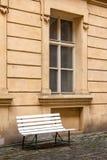 窗口和长凳 图库摄影