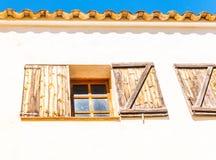 窗口在一个老欧洲风格的大厦关闭,建筑 免版税库存图片