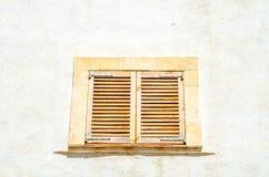 窗口在一个老欧洲风格的大厦关闭,建筑 库存照片