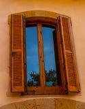 窗口在一个老欧洲风格的大厦关闭,建筑 库存图片