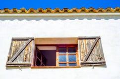 窗口在一个老欧洲风格的大厦关闭,建筑 图库摄影