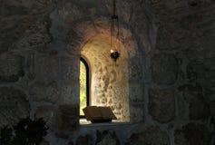 窗口在修道院里 免版税库存照片