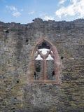 窗口在其中一在Conwy城堡,威尔士的墙壁中 库存照片