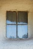 窗口在农村房子里在乌克兰在n后半 免版税库存照片